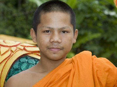 Unterrichten von Jung-Mönchen in Thailand