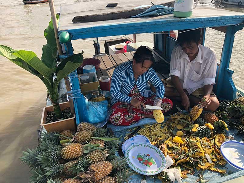 Ananas Verkauf auf Mekong Delta